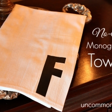 No Sew Monogrammed Towels... the Perfect Holiday Gift!