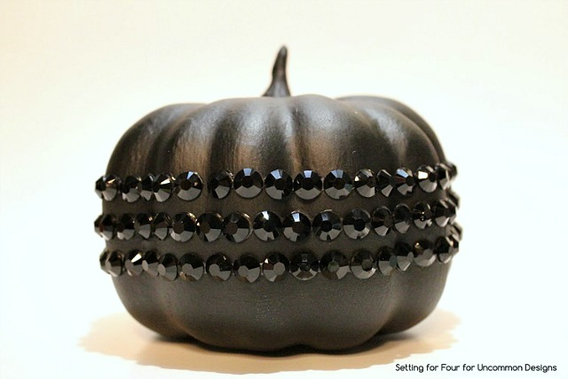 DIY_Black_jeweled_pumpkin