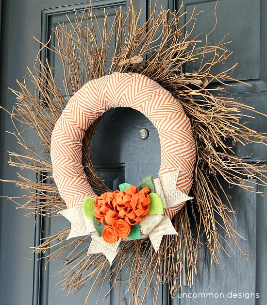 Fall_wreath_with_fabric_and_felt_flowers