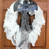 Spooky Halloween Mummy Wreath #spookyspaces