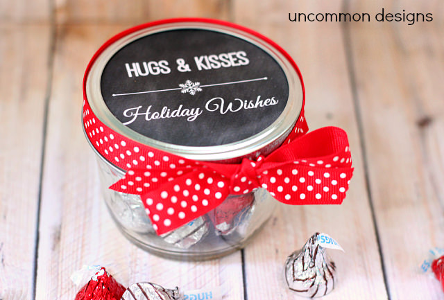 hugs-and-kisses-mason-jar-treat