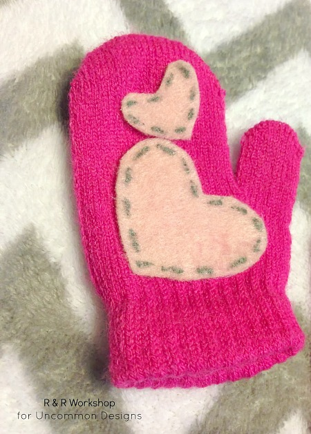 heart-appliqued-mittens-no-sew
