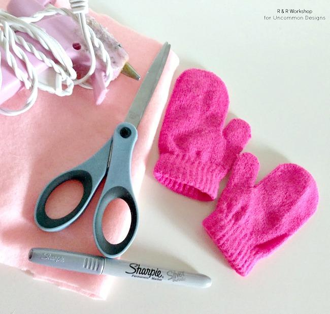No sew applique heart mittens.
