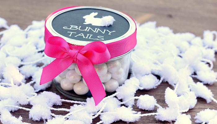 Easter treats for kids with Free Printable Mason Jar Labels www.uncommondesignsonline.com #Easter #MasonJars