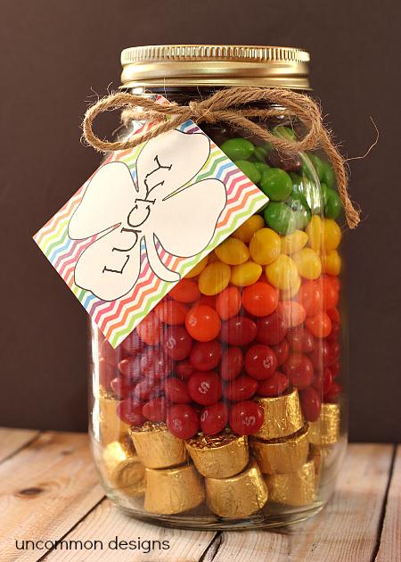 St. Patrick's Day Mason Jar Gift with Free Printable via www.uncommondesignsonline.com #StPatricks #MasonJar