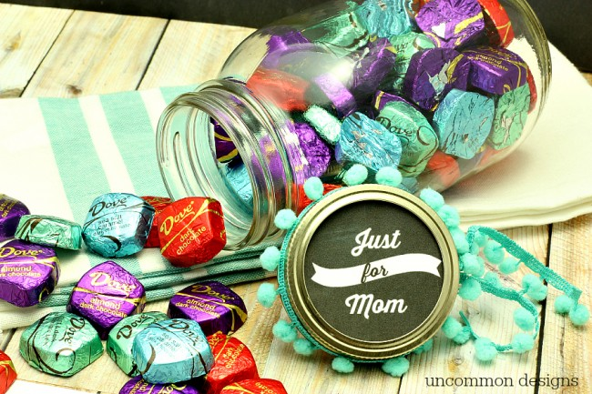 Free Mason Jar Printable for Mother's Day to Celebrate Mom with a treat just for her!  www.uncommondesignsonline.com