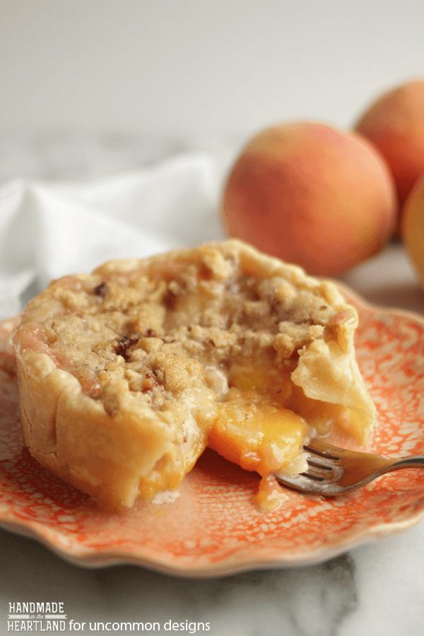 Peach Crumble Pie Recipe - Uncommon Designs