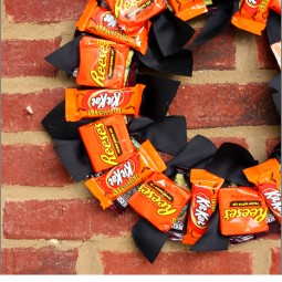 This year I am going to Boo! my neighbor with a super easy Halloween Candy Wreath! ~ Uncommon Designs
