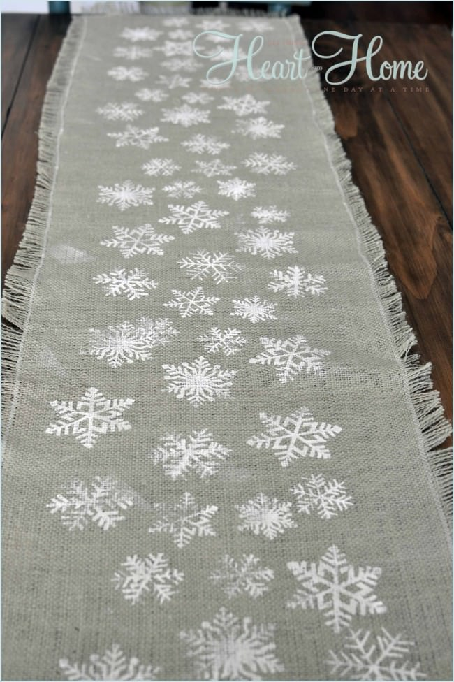 burlap-snowflake-table-runner
