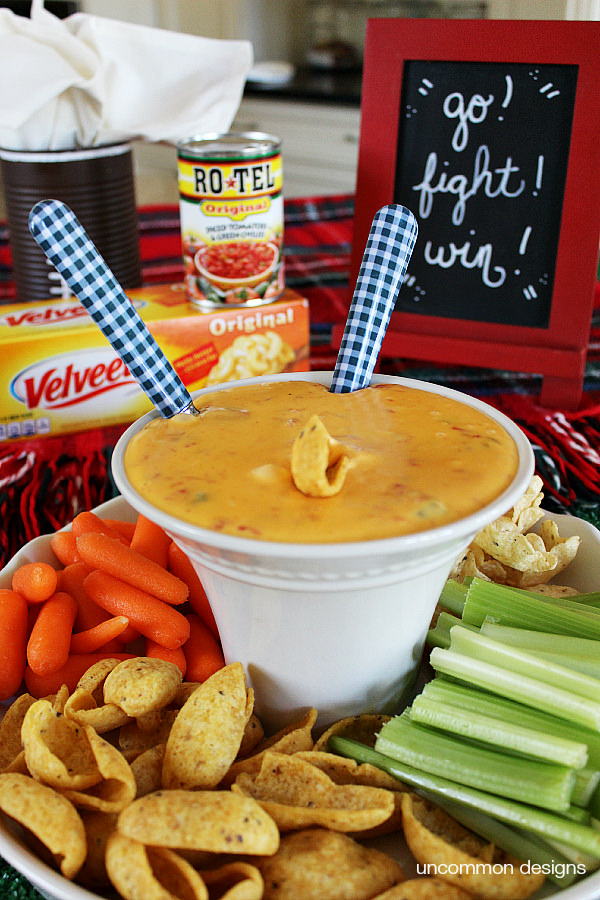 #QuesoForAll with RO*TEL and VELVEETA ! A simple 2 ingredient Queso dip.