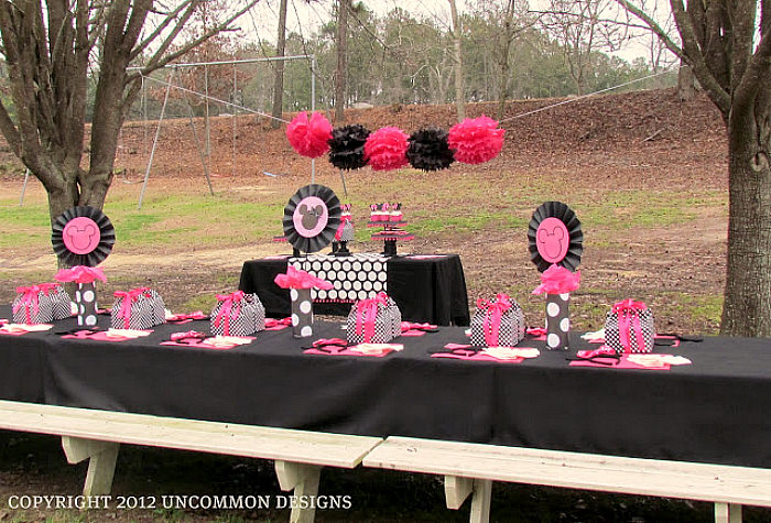 Adorable Minnie Mouse outdoor birthday party via Uncommon Designs. All the details on the site.