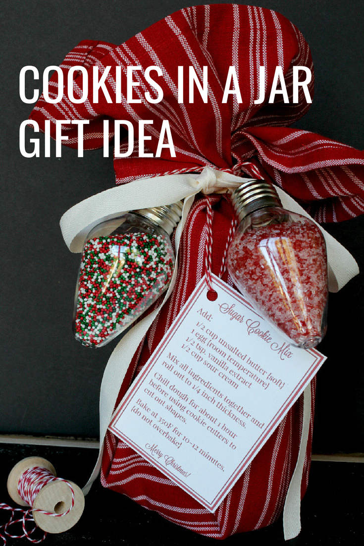 This mason jar gift of sugar cookie mix in a jar is the perfect (an affordable) gift idea for this holiday season!  #MasonJar #MasonJarGift #GiftsinaJar #HolidayGift #HandmadeGift #ChristmasGiftIdea #NeighborGiftIdea #HolidayGiftIdea
