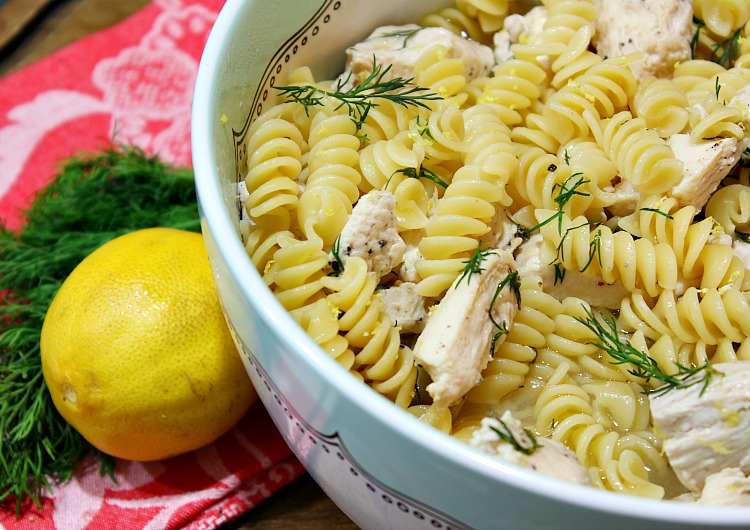 Easy One Pan Greek Chicken Pasta Recipe... perfect for busy families and great for weeknight meals and for busy families. See the full recipe at http://uncommondesignsonline.com/ #GreekRecipes #WeeknightMeals #EasyDinners