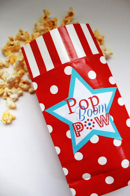 Print these free 4th of July printable labels to show off your patriotic popcorn this year! Pom, Boom, Pow!  www.uncommondesignsonline.com #4thofJuly #FourthofJuly