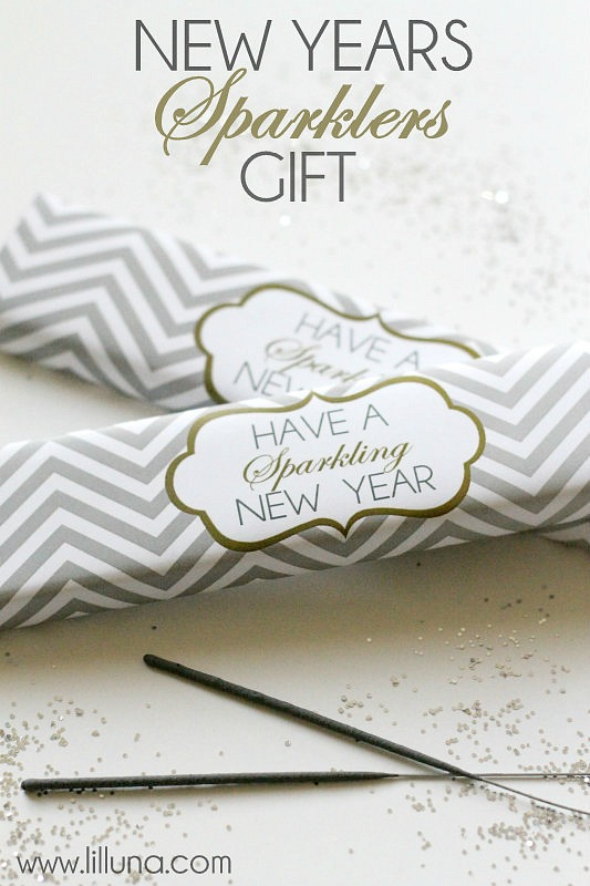 New-Years-Sparklers-Gift-Free-printable-on-lilluna.com-sparklers-newyears
