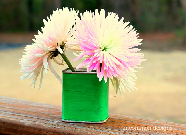 Make a vintage inspired vase out of a spice tin with Uncommon Designs
