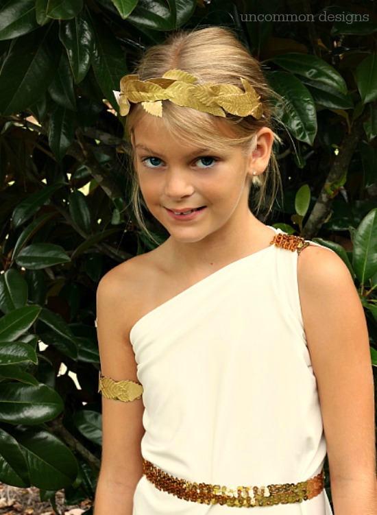 Make a Simple Greek Goddess Costume. This is such a beautiful handmade Halloween costume and can be made in no time! Uncommon Designs