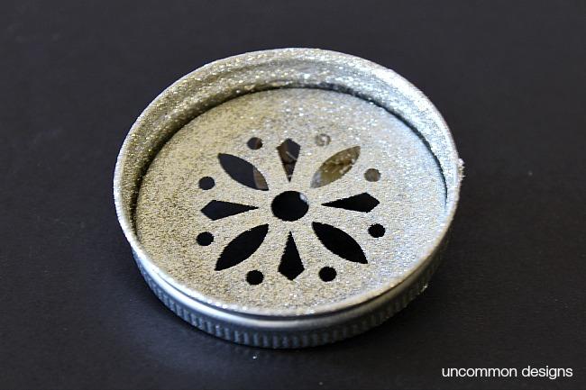 glittered-mason-jar-lid