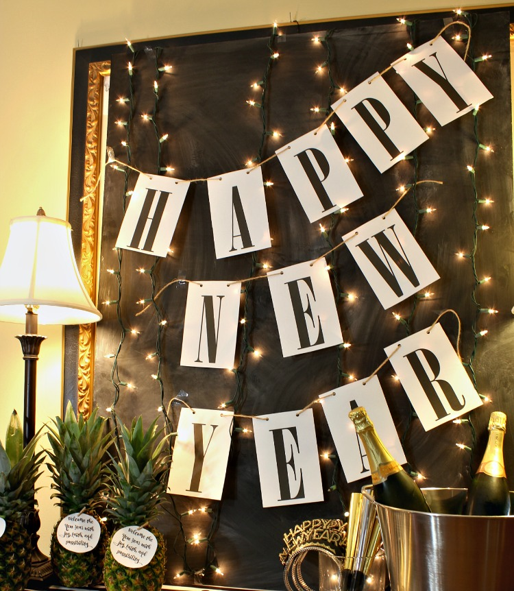Ring in the new year with this simple Happy New Year free printable banner. It will match any decor and it is so easy to print and hang! See it at https://www.uncommondesignsonline.com #NewYearsEve #Free Printables
